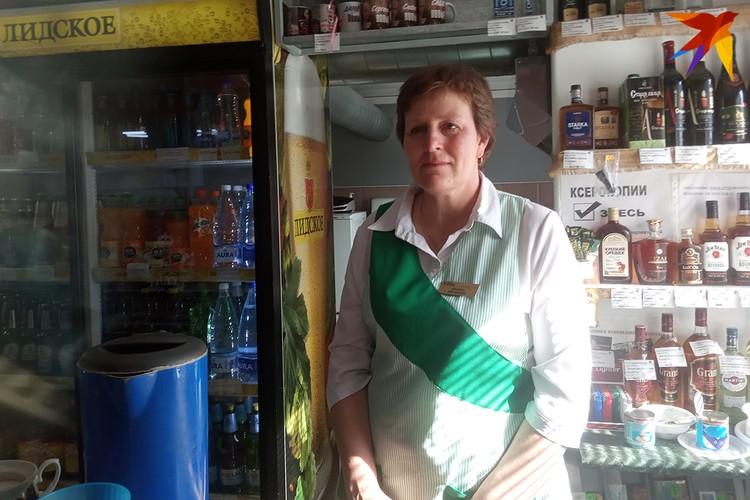 Буфетчица Зоя Львовна в растерянности - за 12 лет работы в приграничном кафе так мало клиентов не было!