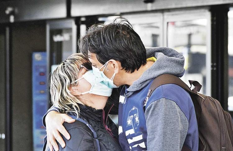 Поцелуй в знак приветствия в Италии - обычное дело.