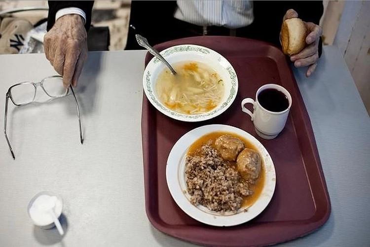 Малоимущим обеды будут выдавать в контейнерах. Фото: Архив КП.