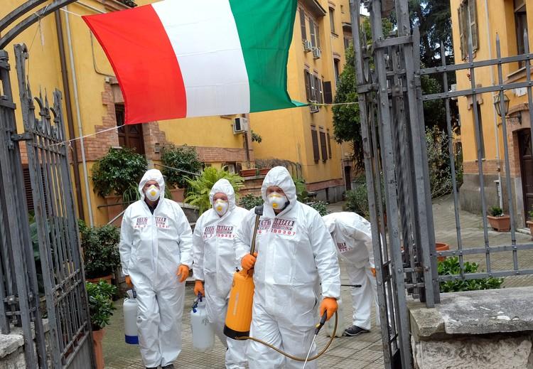 Власти Италии осознали, что эпидемию уже не остановить только в начале марта