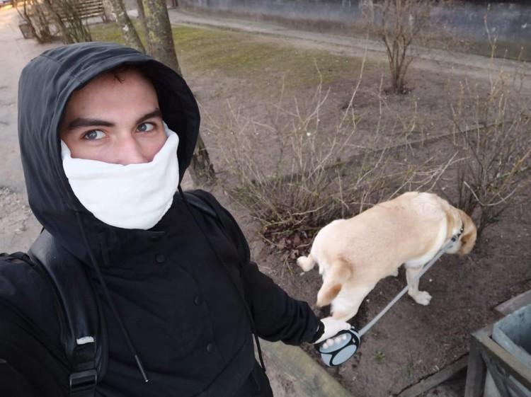 Волонтеры помогут вынести мусор или погулять с собакой. Фото предоставлено пресс-службой правительства Ленинградской области.