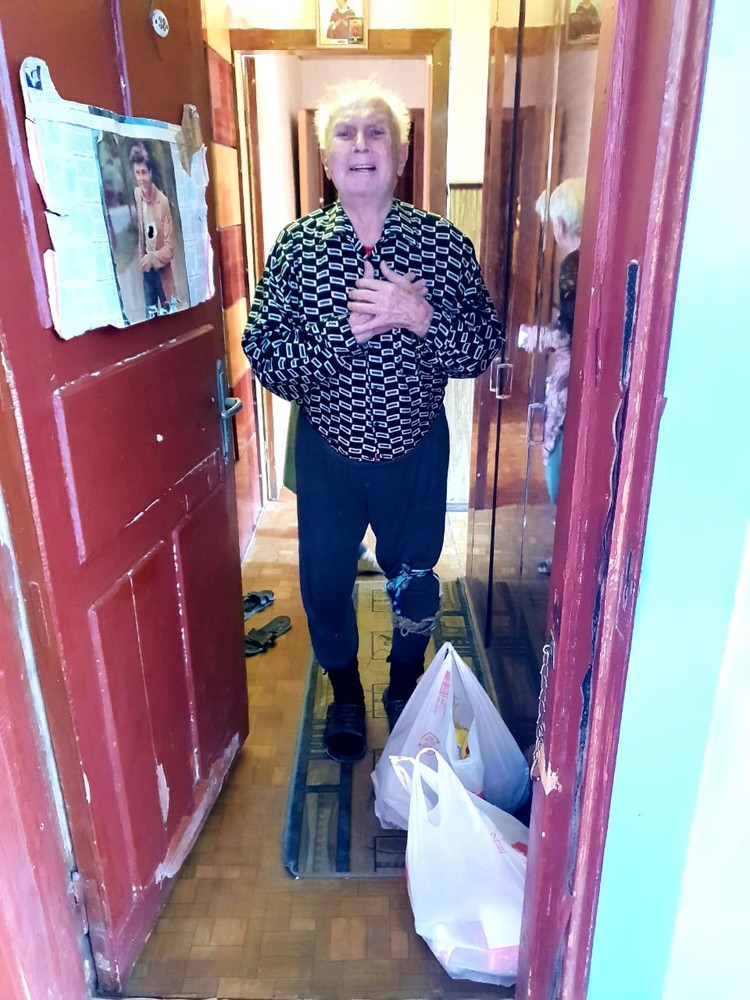 Участник праймериз «Единой России» Павел Кузьмин отвез продукты 85-летнему Геннадию Николаевичу Казанову.