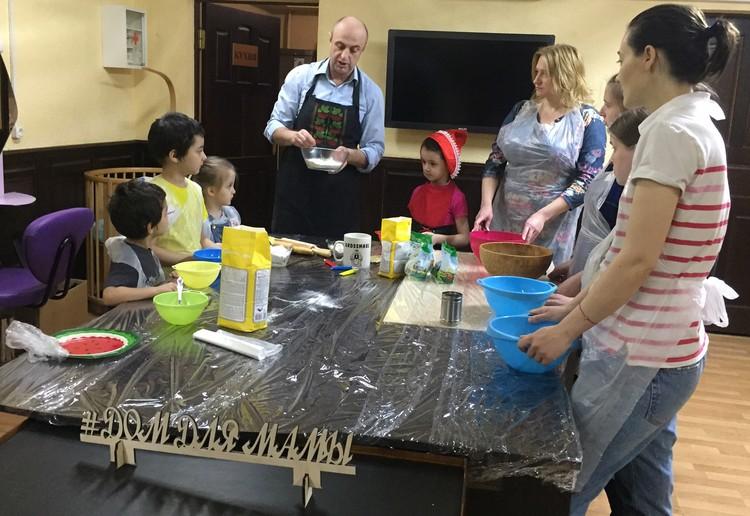 Благотворительный мастер-класс по лепке вареников. Автор фото: Ася ХОВАНСКАЯ