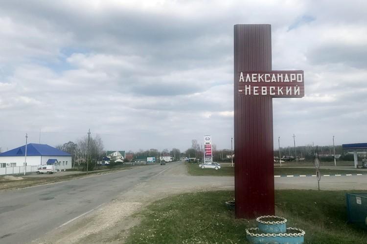 Александро-Невский - две-три пустые улицы. Два сакральных Магазина. И тишина