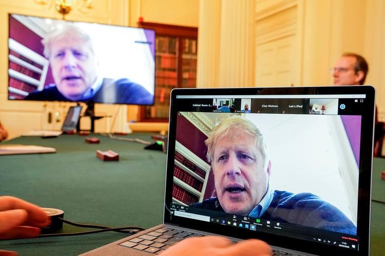 Вечером в понедельник резко ухудшилось состояние премьер-министра страны 55-летнего Бориса Джонсона.