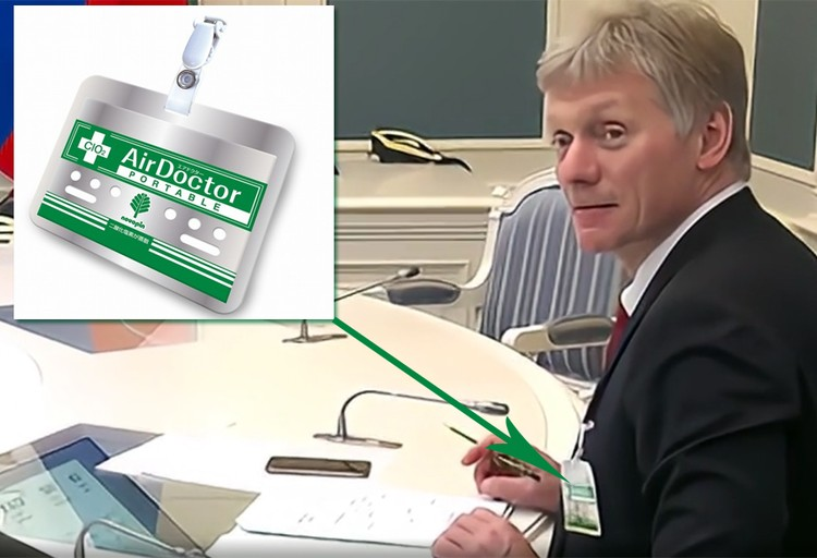 Пресс-секретарь президента Дмитрий Песков пришел в среду на телеконференцию президента с главами регионов с бейджиком на груди
