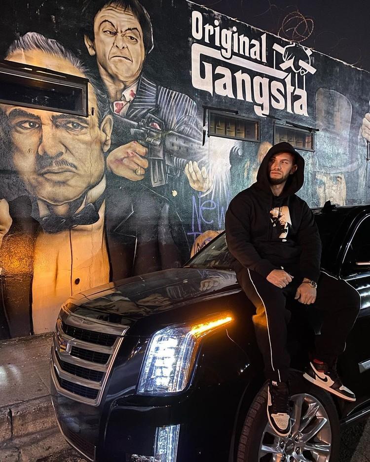 Если пробежаться по инстаграму Оксаны и Джигана, то оба вышеупомянутых автомобиля встречаются именно на странице рэпера.