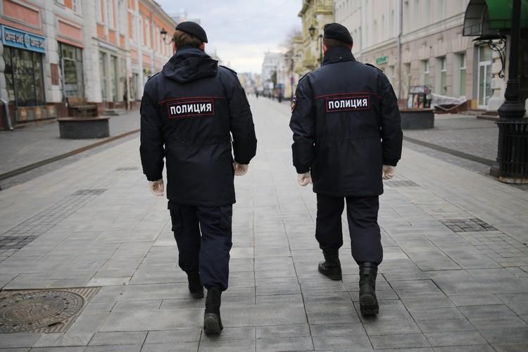 Местные жители видели полицейских на Покровке дня четыре назад.
