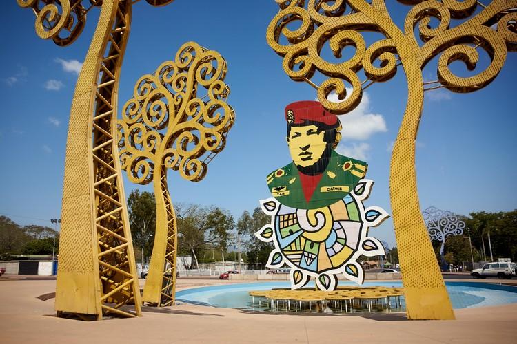 Монумент памяти Уго Чавеса в Манагуа, столице страны.