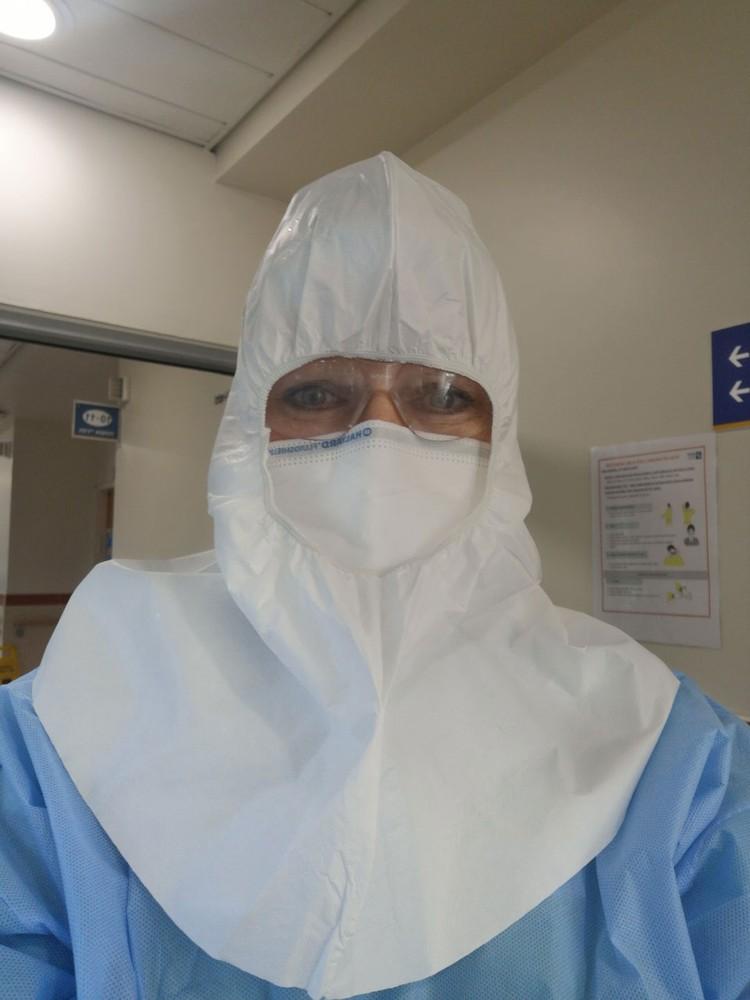 В больнице медсестры работают в смены по 12 часов. Фото? Личный архив