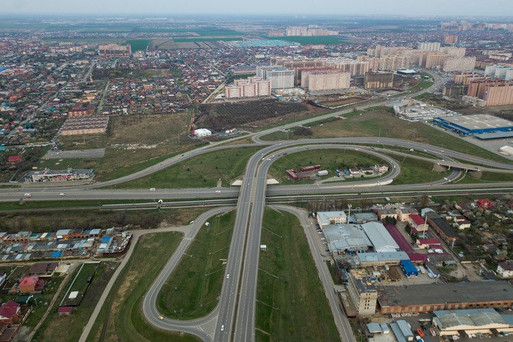 В столице Кубани во время карантина снизилось количество машин на улицах - все водители сидят дома