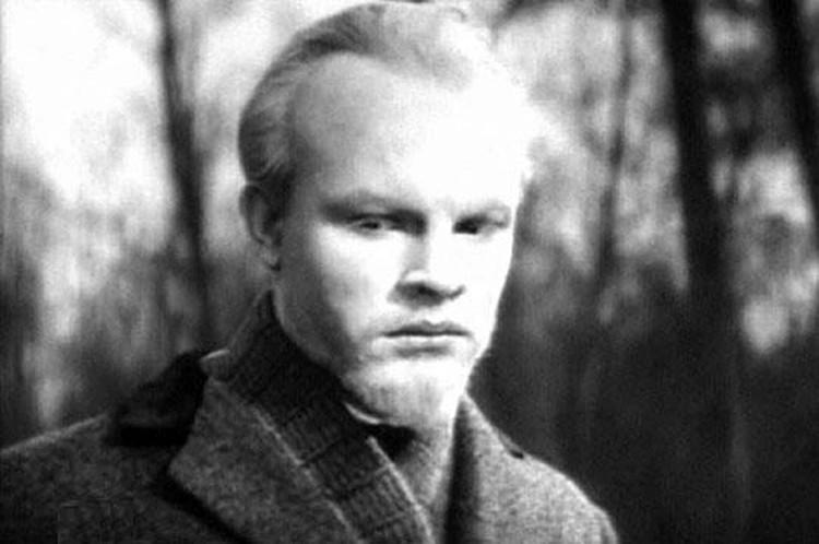 Володю сыграл двадцатиоднолетний Родион Нахапетов, в котором художник Борис Дуленков усмотрел портретное сходство с героем