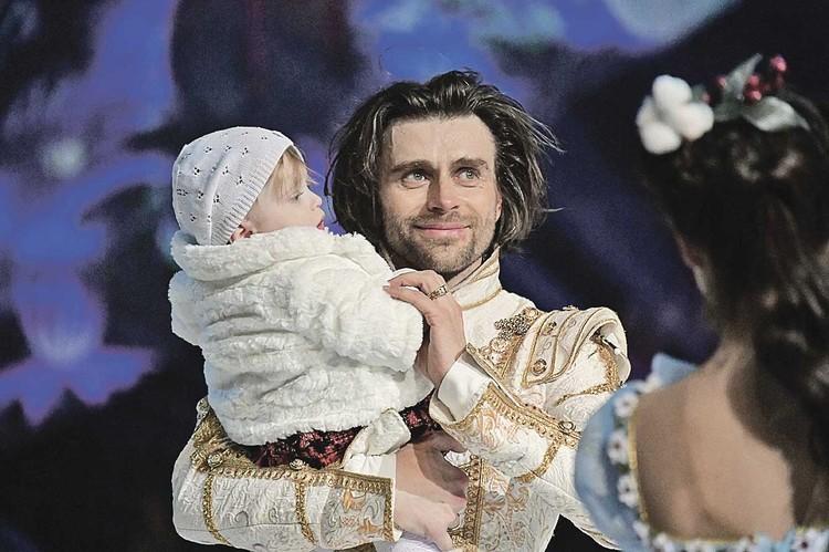 Анастасия вернулась домой, к мужу Петру Чернышеву и годовалой дочке Миле.