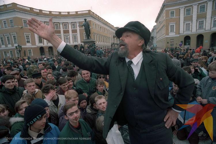 Первое апреля в Одессе в 1990 году. Ильич всех веселил