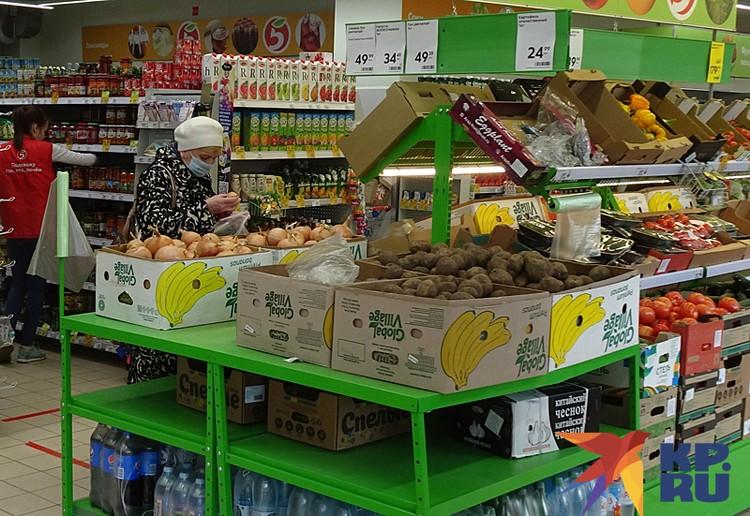 Продукты чаще покупают бабушки