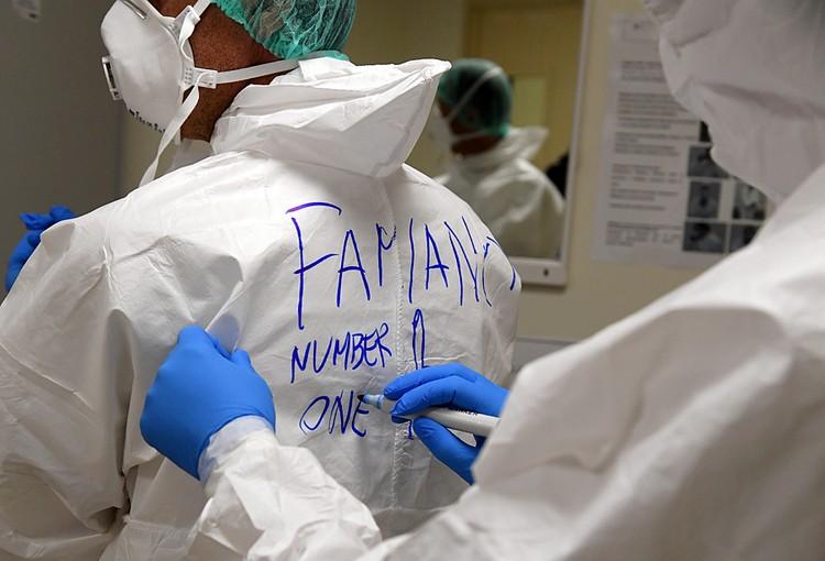 Приятный коллектив, много молодых, много шутят, разрисовывают рабочие комбинезоны, красиво подписывают имена