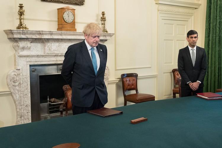 Британское правительство сообщит о планах выхода из локдауна не раньше 7 мая