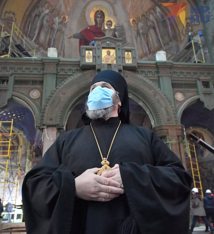 Настоятель храма епископ Клинский Стефан.