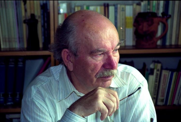 Алесь Петрашкевич работал партийным чиновником и редактором, а потом написал пьесы о каждом периоде истории Беларуси. Фото Сергей ШАПРАН