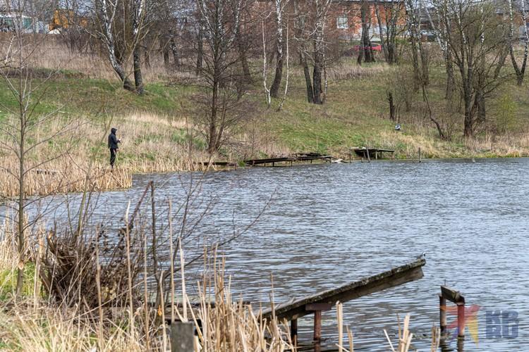 Когда-то рыбалка была здесь платной, но бизнес не оправдал себя.