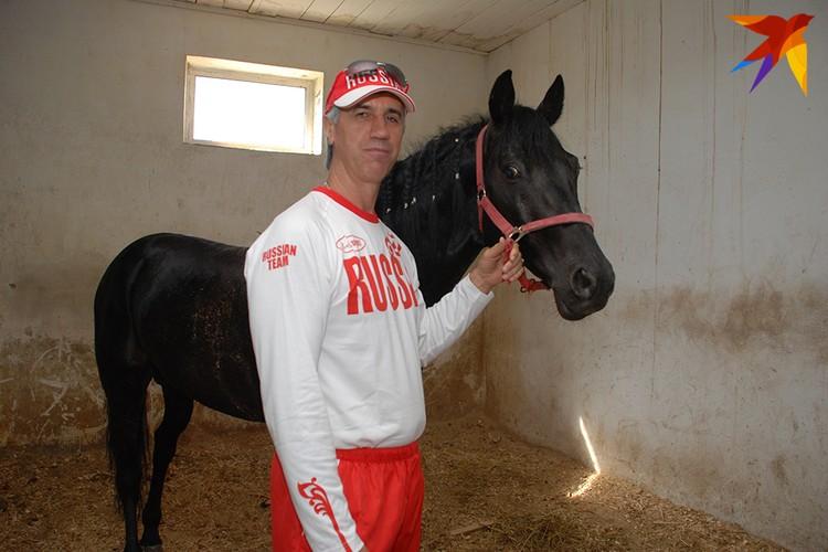 Анатолий Петрович в селе Гляден, 2010 год