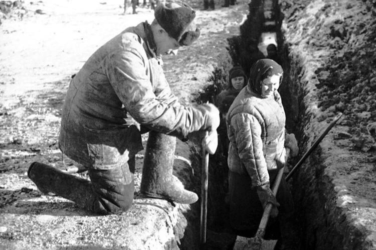 В 1942 - 1943 годах в области построили самый крупный для того времени газопровод «Бугуруслан - Куйбышев».
