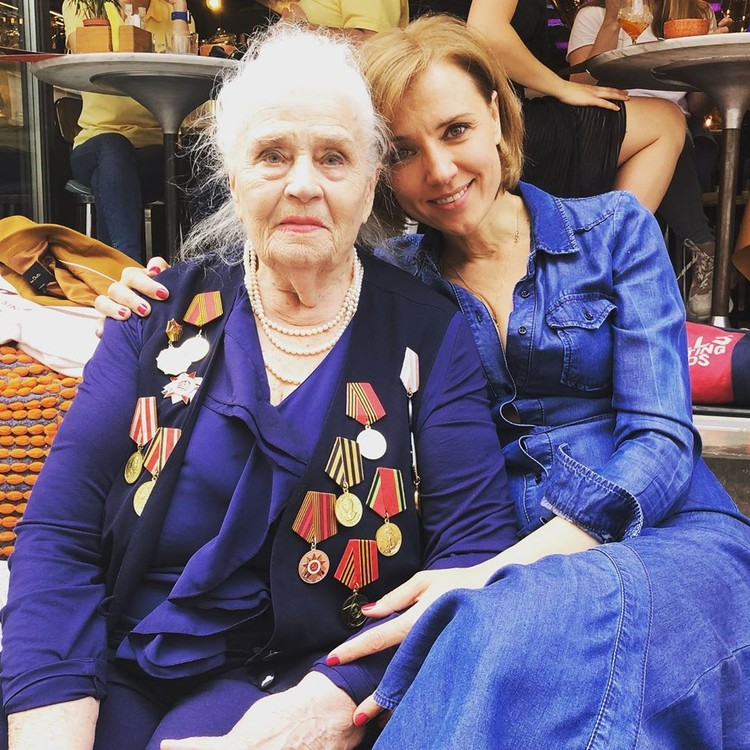 Ксения Алферова с бабушкой.