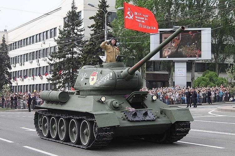 Фото с празднования Дня Победы в Донецке в 2019 году