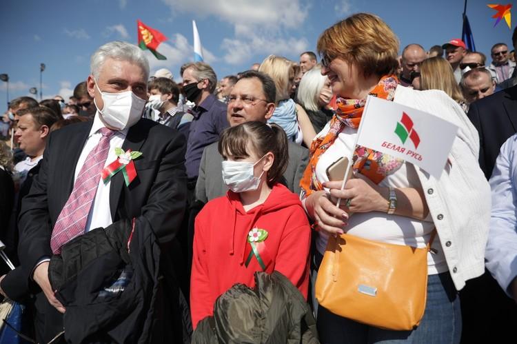 Посмотреть парад пришли тысячи минчан.