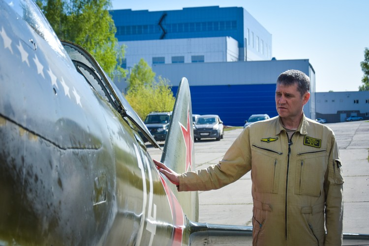 Сейчас мало таких летчиков, которые смогли бы управлять этим советским самолетом.