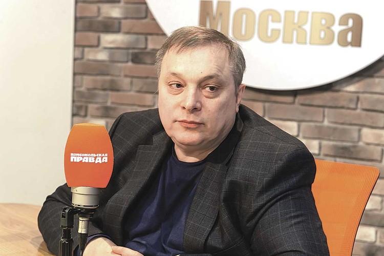 Продюсер Андрей Разин обвиняет телеведущую в том, что она бросила сына.