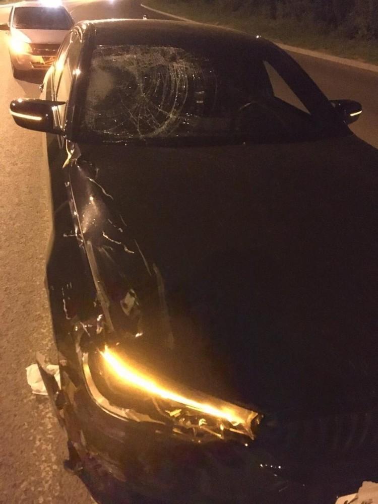 Автомобиль «БМВ», за рулем которого был хоккеист, после аварии.