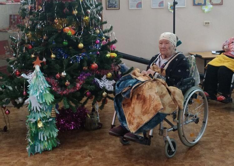 Таисию Петровну забрали в геронтологический центр, где она до сих пор в тепле и комфорте отпраздновала 90-летие.