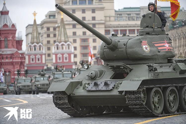 По Красной площади вновь проедут легендарные Т-34.
