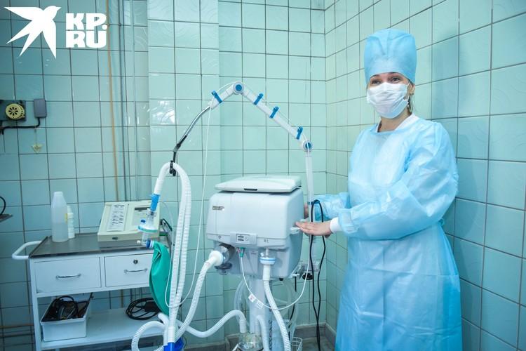 В родильный дом привезли новые аппараты ИВЛ.