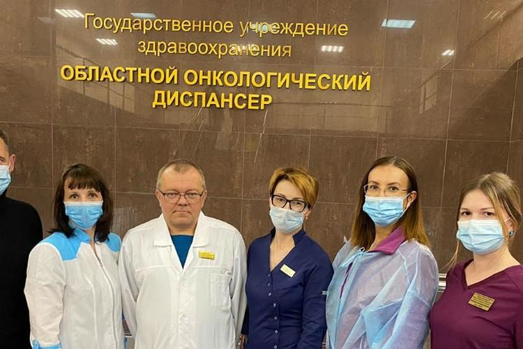 С врачами Иркутского областного онкодиспансера, Ольга - вторая справа. Фото: личный архив.