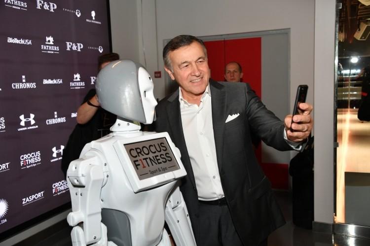 Робот, а поговорить?
