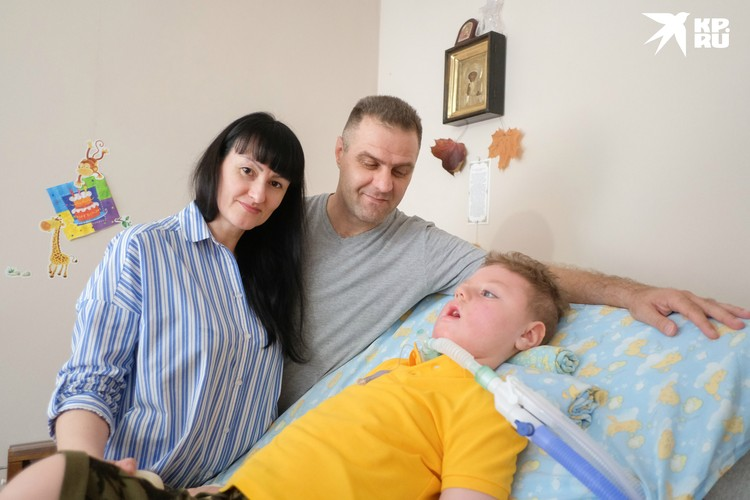 Мама Виктория не покидает из-за коронавируса квартиру последние три месяца, а папа выходит на улицу только при крайней необходимости