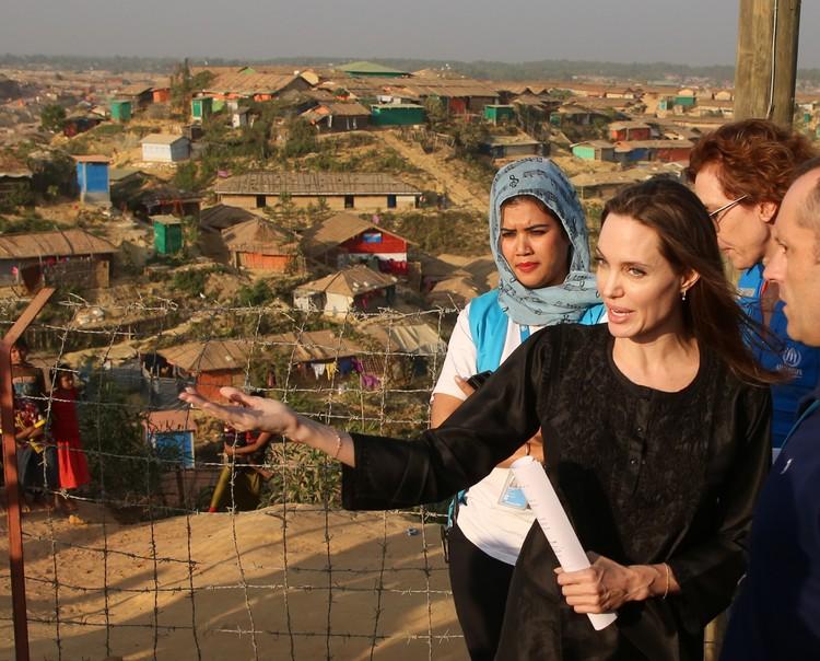 Актриса в Бангладеше с гуманитарной миссией
