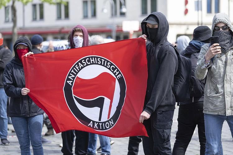 Немецкие антифашисты на первомайской акции, Кёльн.
