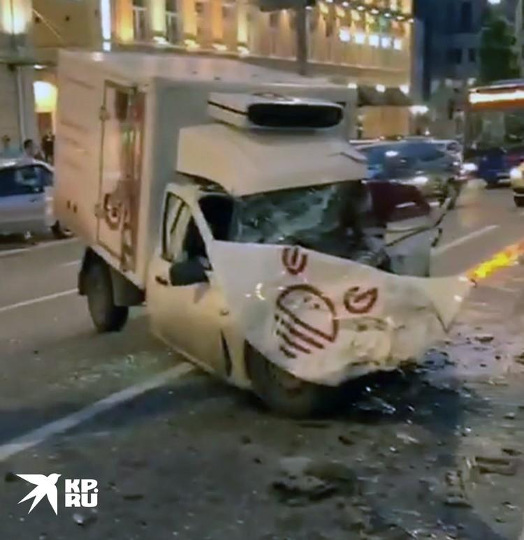 Автомобиль, в который влетел на полной скорости джип Ефремова. Фото: instagram@serg.moto