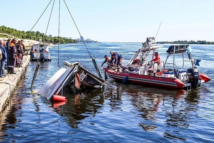 В столкновении катамарана и сухогруза погибли 11 человек, пятерых удалось спасти.