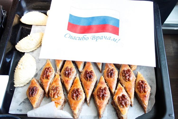Вместо обычных пирогов - традиционные азербайджанские сладости.
