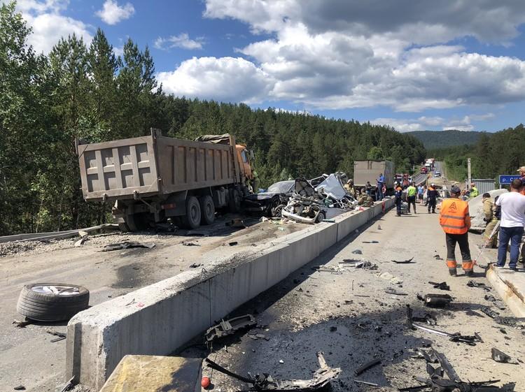 Авария произошла на 1649 километре трассы М-5 — на участке через реку Сильга, который сейчас ремонтируют.