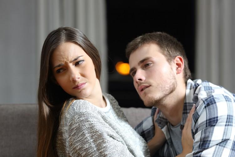 Для подростка потенциально опасно, когда мужчина или женщина пытаются выстраивать с ним как бы взрослые отношения.
