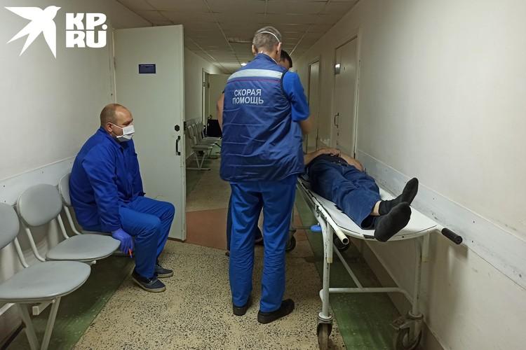 Тяжелых пациентов с отравлениями сразу забирает в отделение токсиколог.