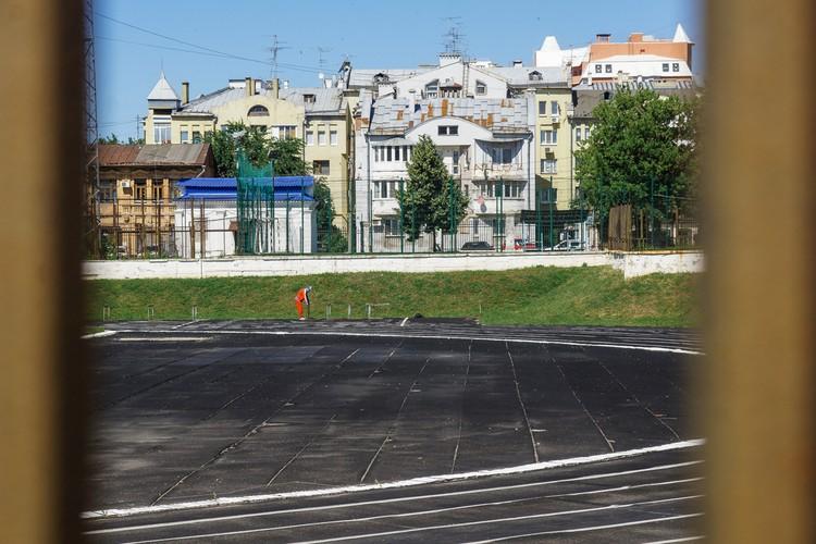 На стадионе «Динамо» тренировки идут с самого утра.