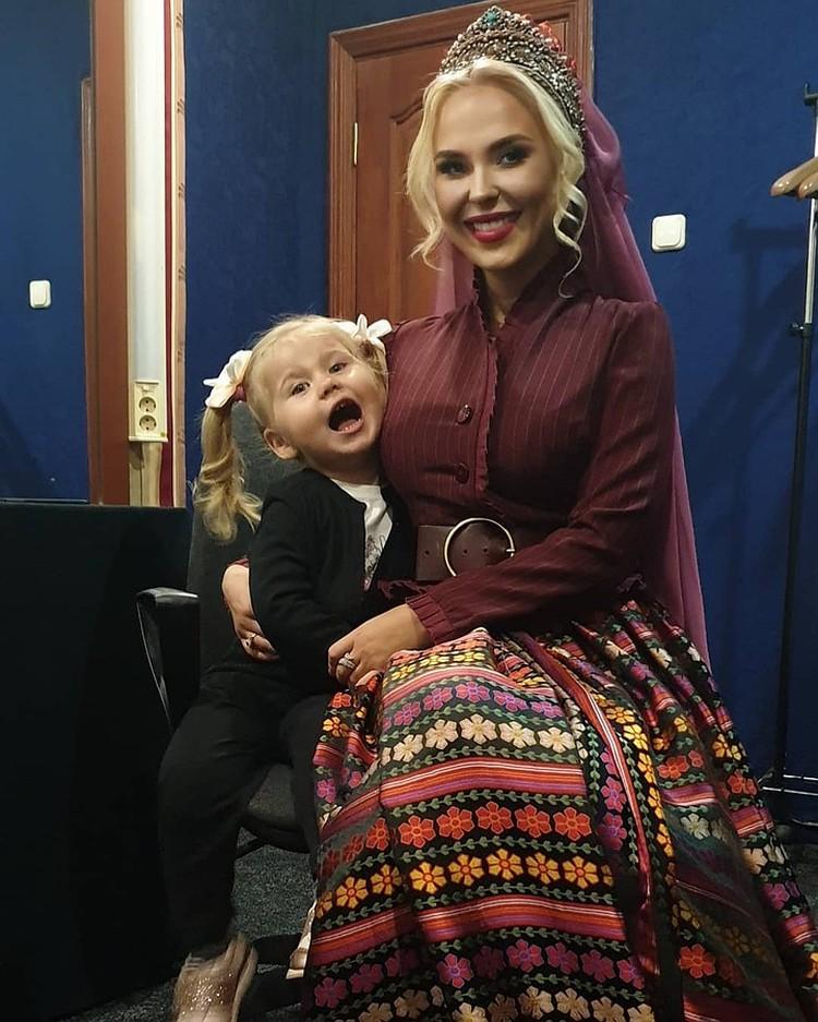 Пелагея с дочкой