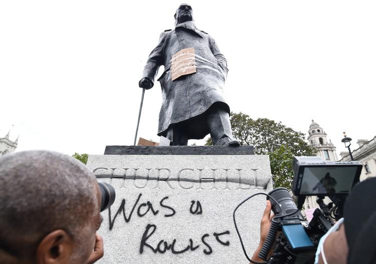 Оскверненный памятник Черчиллю