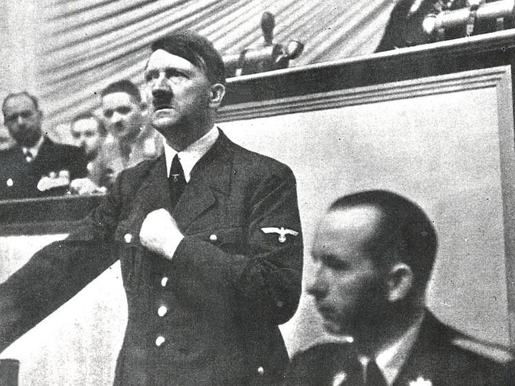 Адольф Гитлер на трибуне Рейхстага, сентябрь 1939 г.